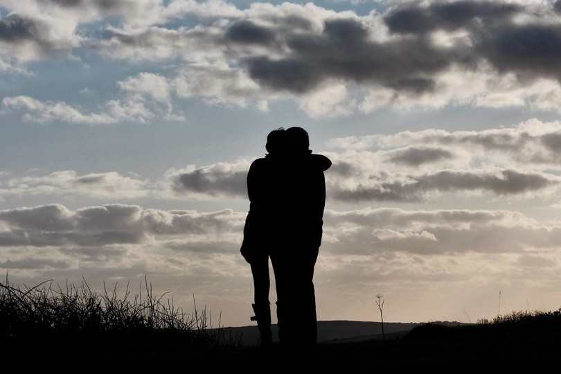 10 Signs That a Person is Your Soul Mate - DOILOOKSTUPID